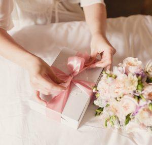 Manfaat Kado Untuk Pernikahan Seorang Sahabat Yang Sudah Mengenal Lama